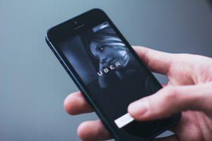 Taxidienst Uber verzwijgt jaar lang grote hack. Persoonlijke gegevens van 57 miljoen mensen gelekt